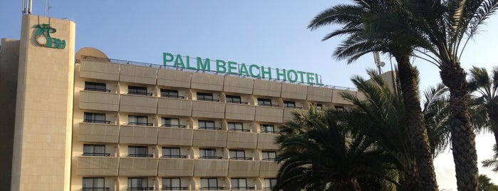 Palm Beach Hotel is one of Lieux qui ont plu à Александр.