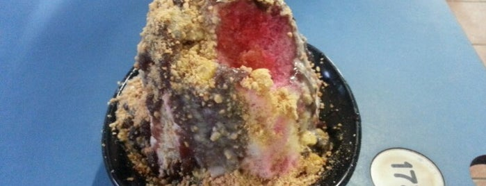 Annie's Peanut Ice Kachang is one of SG Food Places.