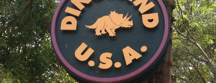 DinoLand U.S.A. is one of Lugares guardados de Priscila.