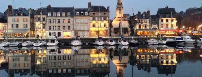Honfleur is one of Lugares favoritos de Christopher.