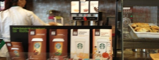 Starbucks is one of Posti che sono piaciuti a Alberto J S.