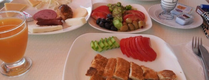 Elit Cafe is one of * GİDİYORUZ :)).