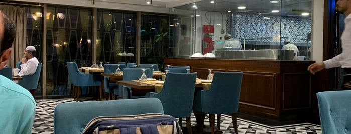 Petek Restaurants & Sweets is one of สถานที่ที่บันทึกไว้ของ Emre.