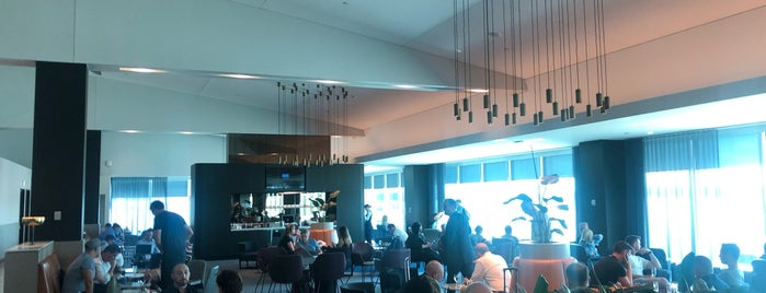 Qantas Domestic Business Lounge is one of Nate & Claire 님이 좋아한 장소.