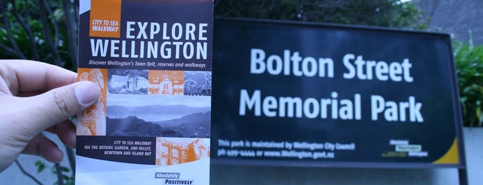 Bolton Street Memorial Park is one of Orte, die T. gefallen.