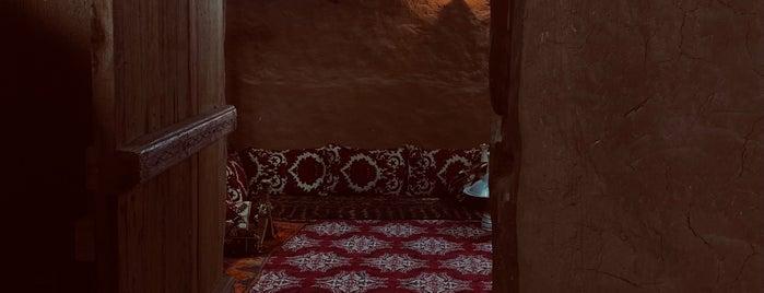 مزرعة وقصر العيادة التراثي بجبة is one of حايل hail.