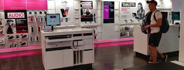 T-Mobile is one of Lugares favoritos de Joey.