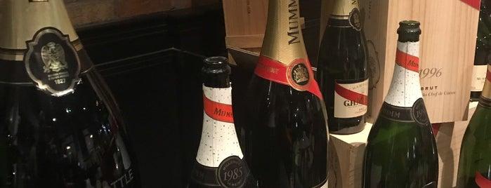 The Cork & Bottle is one of สถานที่ที่ Leach ถูกใจ.