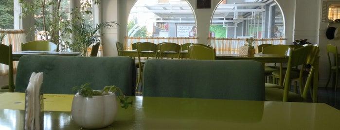 Street Lounge Café | کافه استریت لانژ is one of کافه های خوب شیراز /Shiraz Best Cafe'.