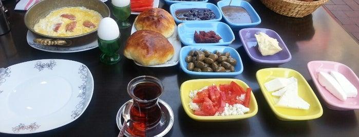 Hanımın Çiftliği Kahvaltı Evi is one of Beğendiğim Lezzet Noktaları.