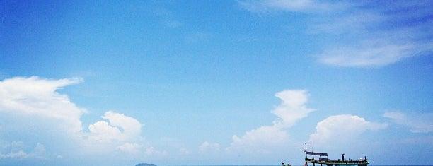 Ao Cho Grand View Resort is one of สถานที่ที่ JOY ถูกใจ.