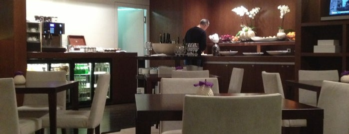 Grand Hyatt Club Lounge is one of Lugares favoritos de Yasuri.