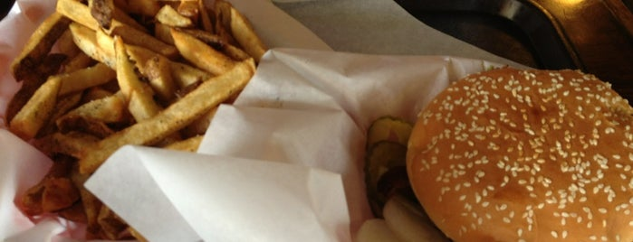Babe's Old Fashioned Hamburgers is one of Luxembourgさんの保存済みスポット.