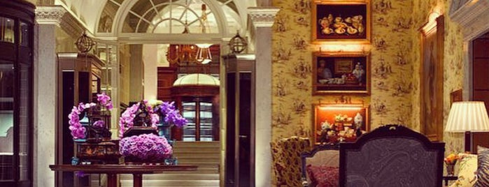 The Savoy Hotel is one of Lugares favoritos de Emily.