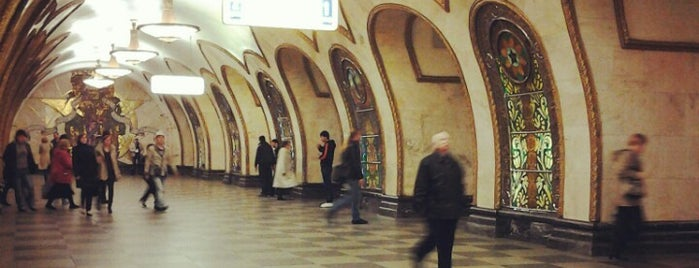 metro Novoslobodskaya is one of Moskova.