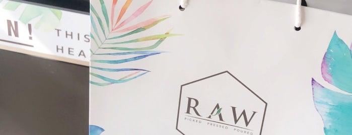 Raw is one of Lieux sauvegardés par Queen.