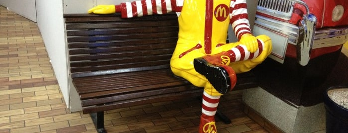 McDonald's is one of Locais curtidos por Sercan.
