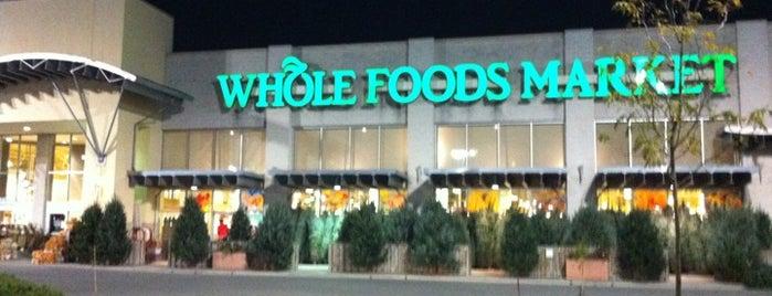 Whole Foods Market is one of Lieux qui ont plu à Dave.