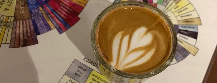 Augie's Coffee Roasters is one of สถานที่ที่บันทึกไว้ของ Elisabeth.
