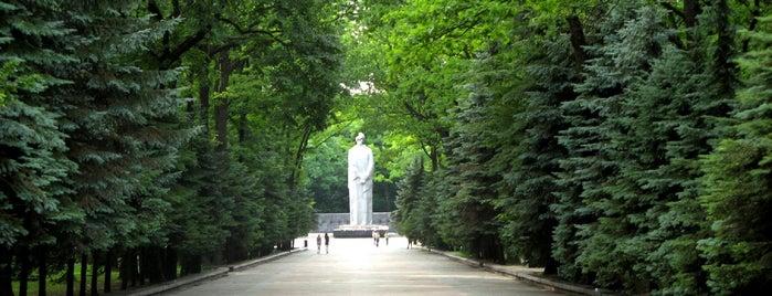 Меморіальний комплекс Слави is one of Kharkiv.