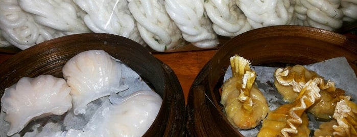 Warung Tenda Dimsum & Lomie Bakmie 7 is one of What happens when food-addict strikes in Bandung.
