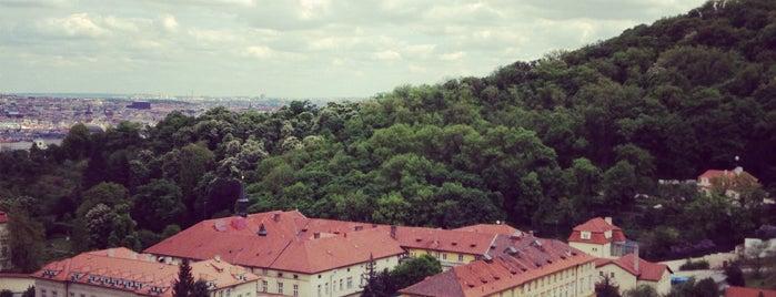A divadlo pokračuje is one of Prag 2016.