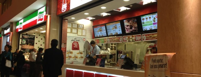 Arby's is one of Locais curtidos por Erkan.