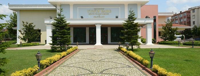 Yunus Emre Kültür ve Sanat Merkezi is one of สถานที่ที่ Oğuz Kaan ถูกใจ.