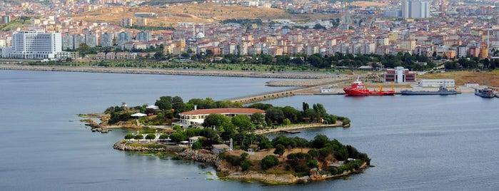 İstanbul Tersanesi Komutanlığı is one of สถานที่ที่ Eray ถูกใจ.