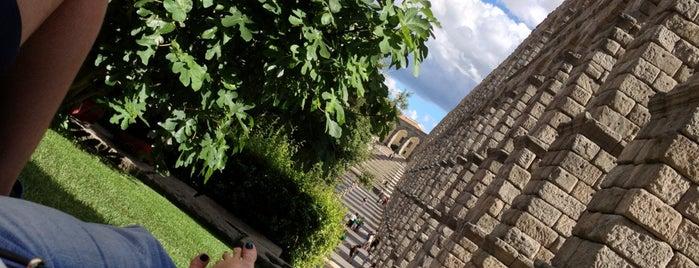 Acueducto de Segovia is one of สถานที่ที่ Natalie ถูกใจ.
