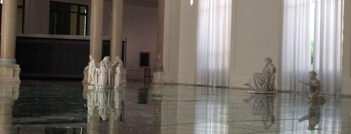 Galleria Nazionale d'Arte Moderna is one of Lieux qui ont plu à Natalie.