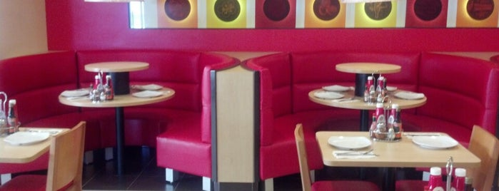 Pizza Hut is one of สถานที่ที่ Chowell ถูกใจ.
