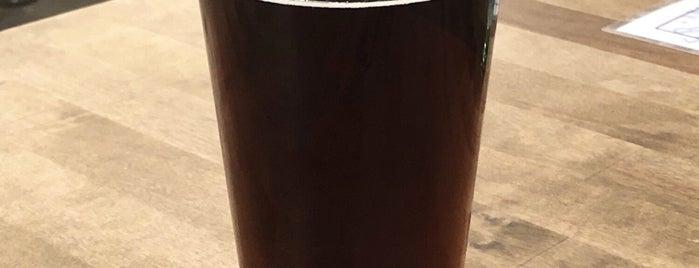 Hop River Brewing Company is one of Aaron'un Beğendiği Mekanlar.