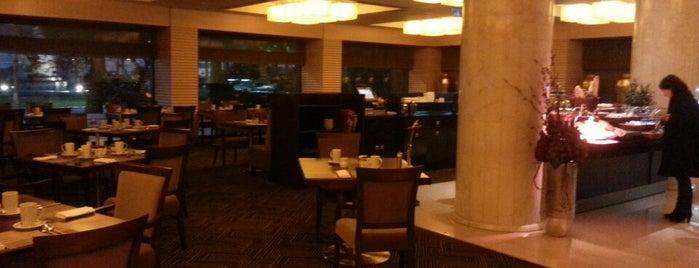 Margaux Restaurant is one of İzmir'de yeme içme sanatı.