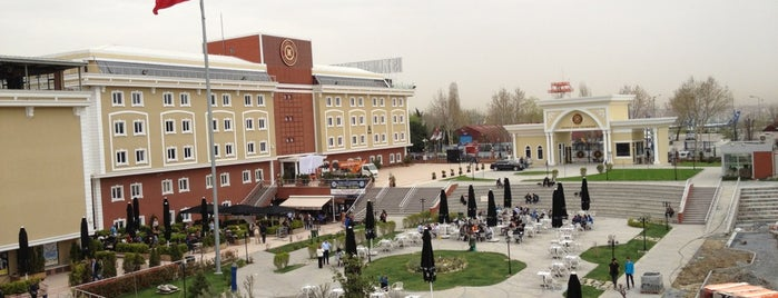 İstanbul Aydın Üniversitesi is one of DiaNa : понравившиеся места.