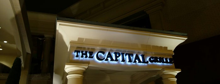 The Capital Grille is one of Locais curtidos por Dan.