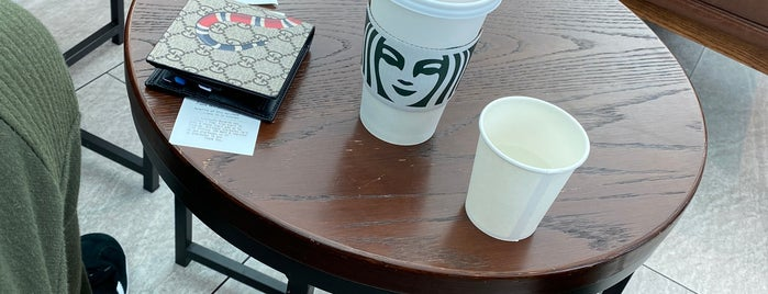 Starbucks is one of Pravit 님이 좋아한 장소.