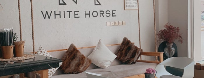 White Horse Café is one of Queen'in Kaydettiği Mekanlar.