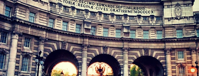 Admiralty Arch is one of Locais curtidos por Kevin.