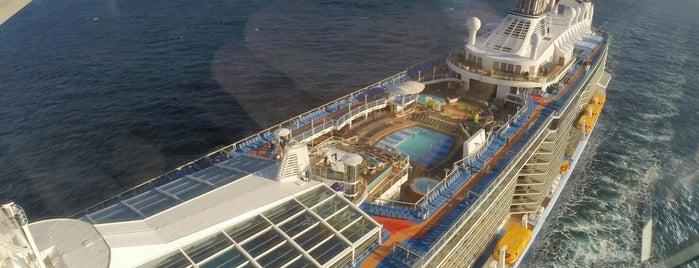 Royal Caribbean - Quantum Of The Seas is one of Fern'in Kaydettiği Mekanlar.