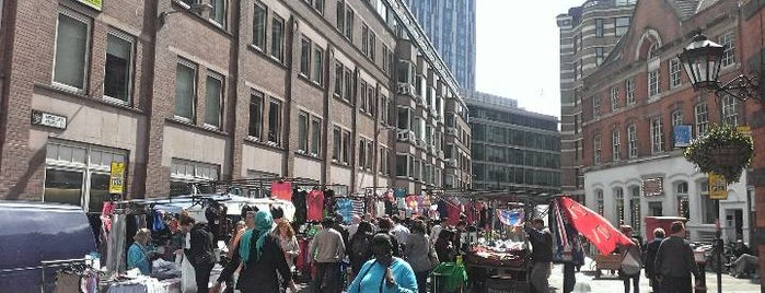 Petticoat Lane Market is one of London Trip.