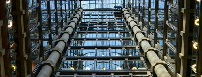 Lloyd's of London is one of London.