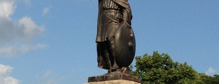 King Alfred's Statue is one of Carl 님이 좋아한 장소.