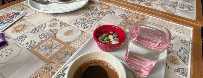 Mazi Plak Cafe is one of Lugares guardados de Ceren.