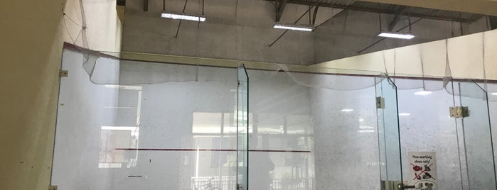 Yangon Squash Club is one of Orte, die Asim gefallen.