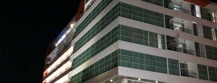 V Plaza Hotel is one of Locais curtidos por S.