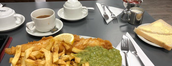 St James Fish and Chip Shop is one of Orte, die Carl gefallen.