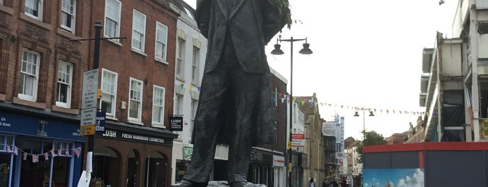 Elgar Statue is one of Lieux qui ont plu à Carl.