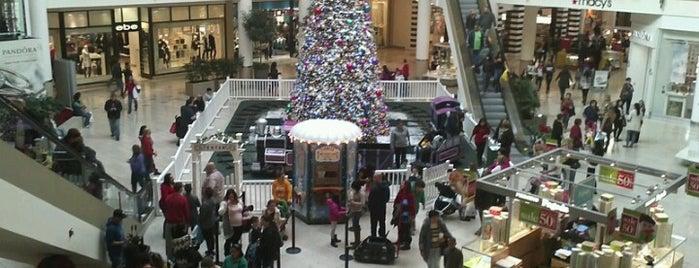 Staten Island Mall is one of Tempat yang Disukai Anthony.