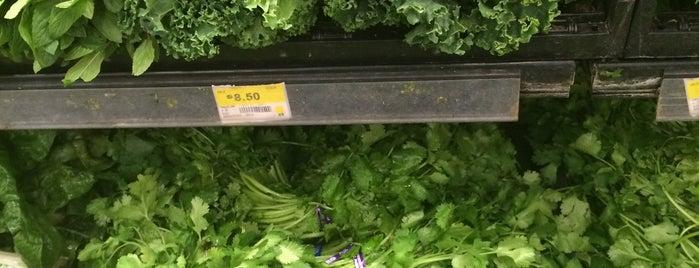 Walmart is one of Tempat yang Disukai Gabriela.